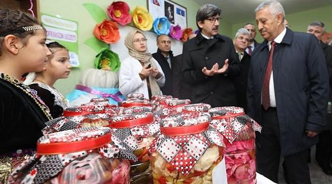 Başkan Zeybek mezun olduğu okulu ziyaret etti