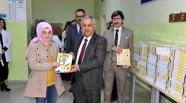 Belediye üniversiteyi destekleme kursu açtı