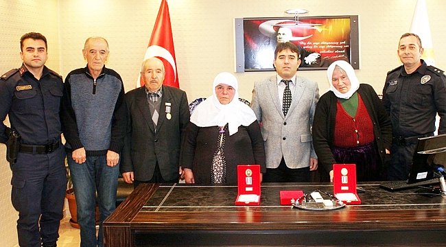 KIBRIS GAZİLERİ MADALYALARINI ALDI