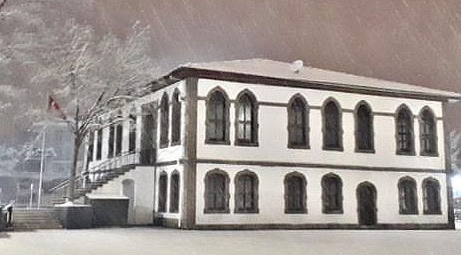 Kar yağışı sonrası kartpostallık görüntü