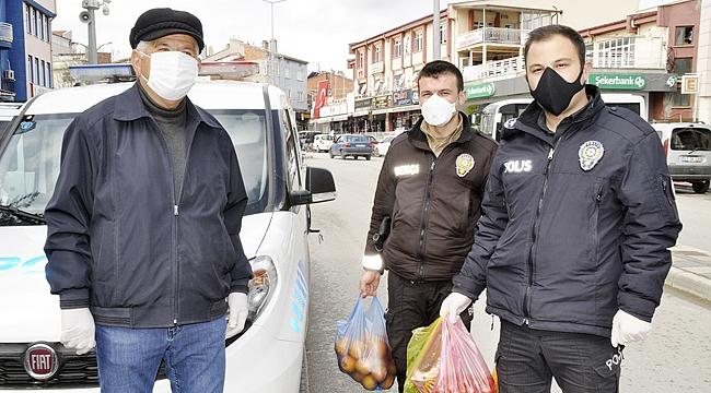 İHTİYAÇLARINI POLİS EKİPLERİ KARŞILIYOR