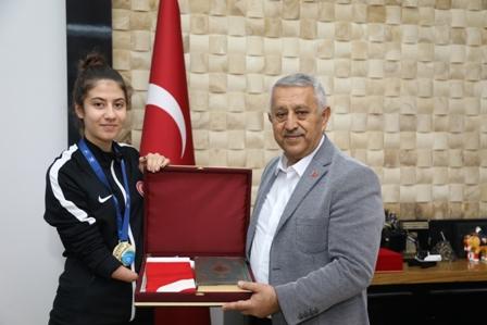 Avrupa şampiyonu Meryem Betül Çavdar'dan ziyaret
